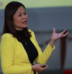 Mrs. Mai Khanh là người đại diện cho Viethousing – đại lý chính thức phân phối dự án Vinhomes Gardenia